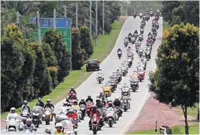 1,700 bikers set convoy record